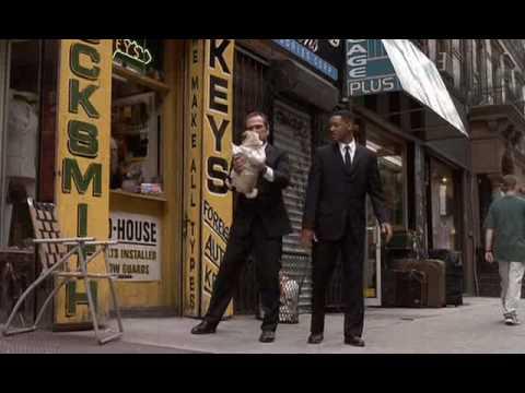 Men In Black Scena Del Carlino Parlante Ita Youtube