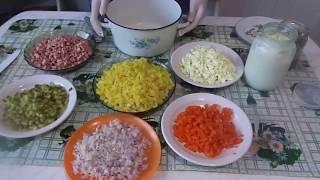 Приготовление очень вкусного зимнего салата - Оливье.