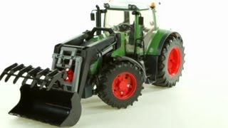 Fendt 936 Vario Tractor with Frontloader (Bruder 03041) - Muffin Songs' Toy Review
