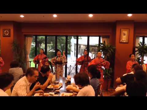 03 04  Ue wo muite arukou & Hiyamikachi bushi (JICA OIC) (山川まゆみ&島うた少女テン)