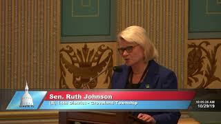 Sen. Johnson welcomes Cinnamom to the Michigan Senate