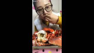 Chinese girl eating lobster   Eating food   Eating show