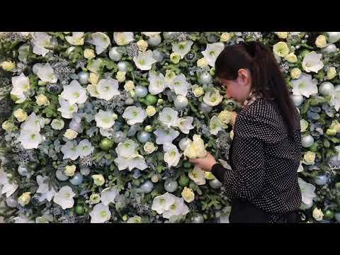 McQueens Flower School: Festive Wall