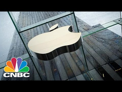 Apple May Make iPhones In The USA | Tech Bet | CNBC