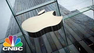 Gambar cover Apple May Make iPhones In The USA | Tech Bet | CNBC