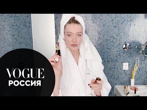Секреты красоты: Маша Миногарова показывает, как сделать макияж губ в стиле 90-ых