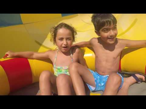 Mercan und Ali im Aquapark Adalan Kusadasi Reisetipps Kinderreiseführer Travel Guide Türkei