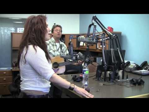 Jo Dee Messina Performs Original Version of 'Heads Carolina, Tails California'