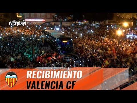 Así ha recibido la afición a su equipo antes del Valencia CF vs FC Barcelona