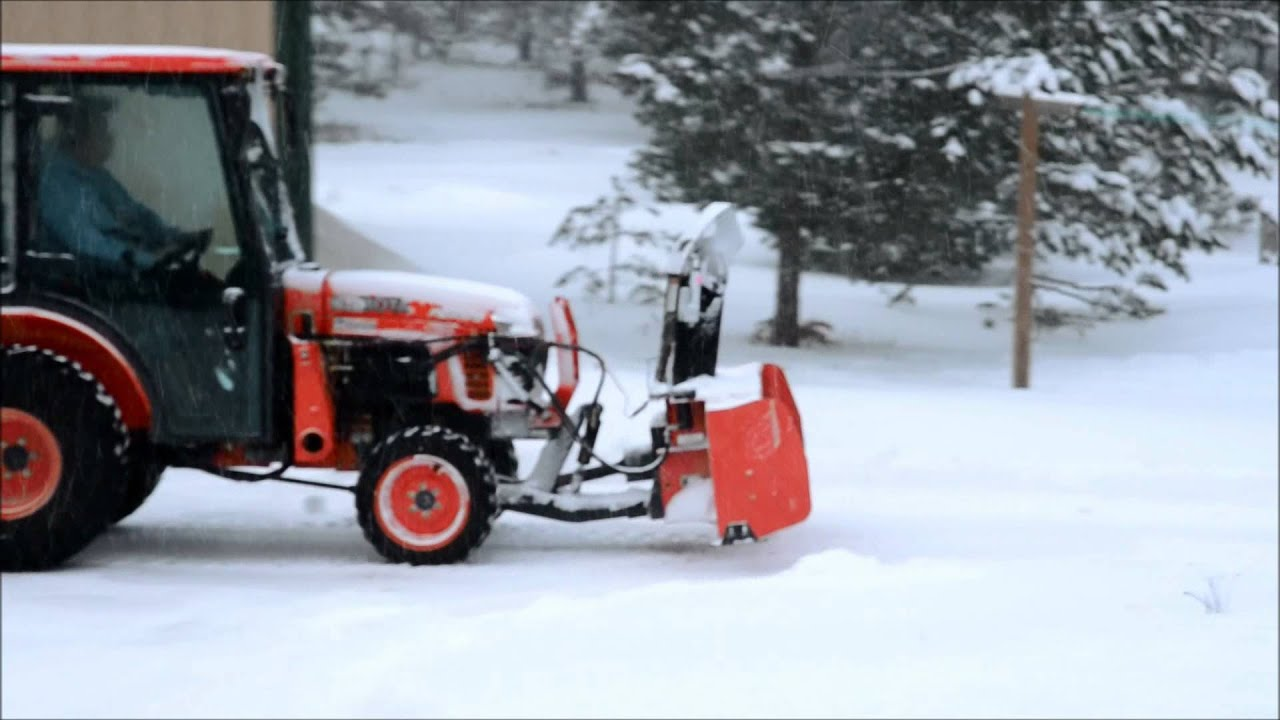 Kubota B3030 Snowblowing On 1 02 2012 Youtube