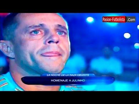 Julinho llora en su partido de despedida con Sporting Cristal