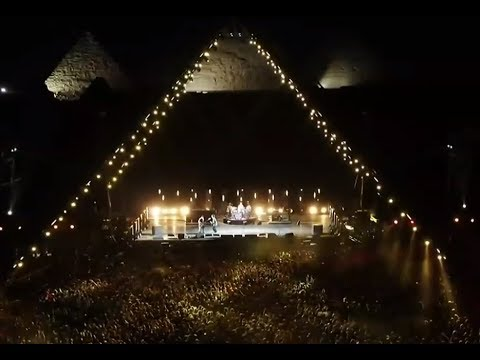 The Red Hot Chili Peppers played live at the Pyramids in Giza, Egypt + setlist!