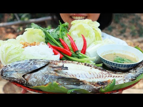 Salt Crusted Grilled Fish With Thai Sauce/Primitive Cooking ASMR