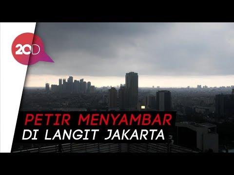Seram! Hujan Angin Disertai Petir Melanda Jakarta Mp3