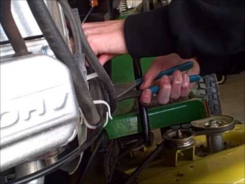 John Deere D140 Fuel Filter Change
