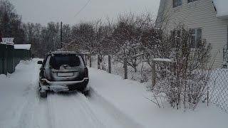 Движение автомобиля в снежной колее. В чем опасность?