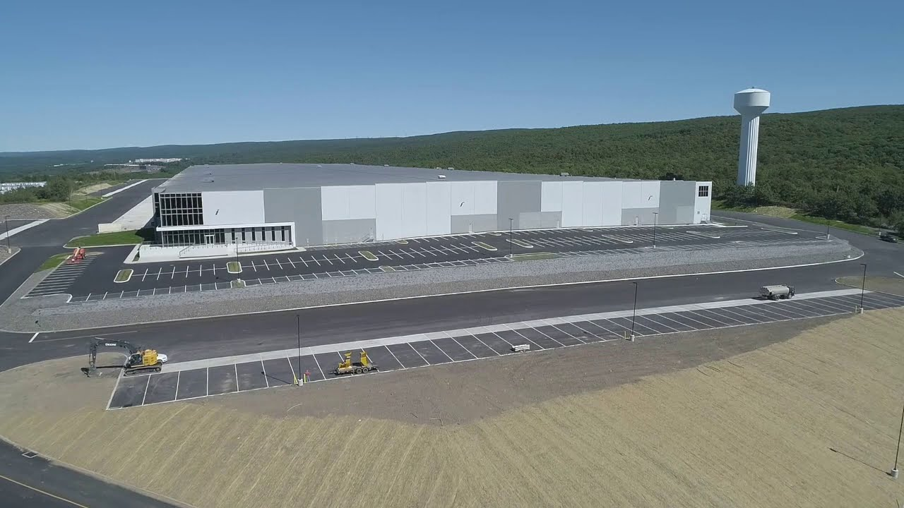 1,028,100 SF of EPDM and Custom Metal Fabrication at Valley View