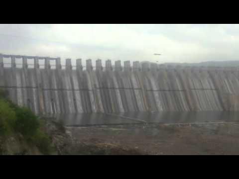 Narmada dam overflows in 2-4 cm measurement