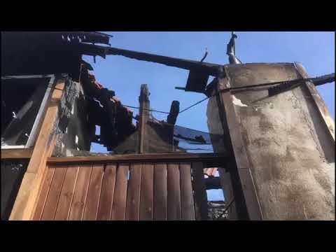 Un incendio calcina por completo una vivienda en Laza
