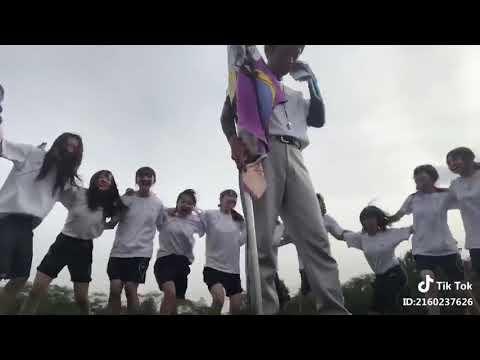 【TikTok】女子高校生が揺れに揺れまくる ▶2:30