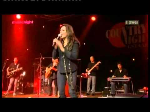 Martina McBride live  -   Pick me up on your way down