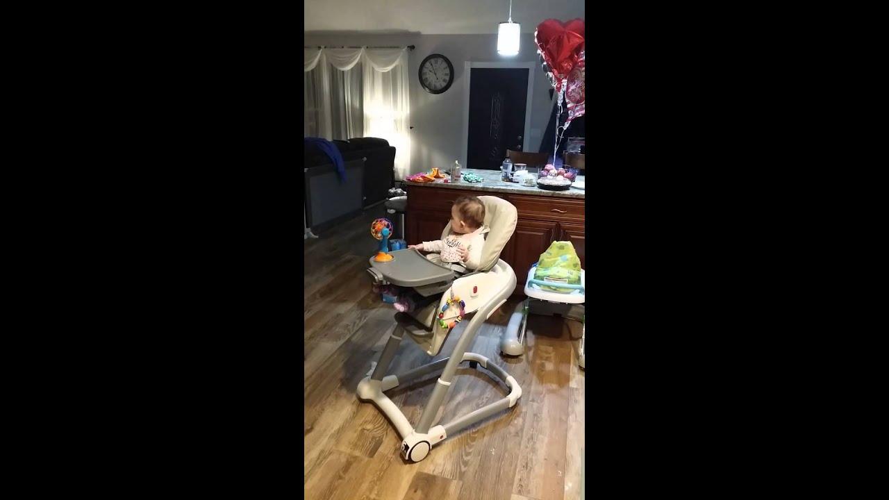 Baby sings Mariah Carey - YouTube