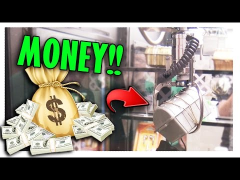 Winning MONEY From The Claw Machine! | Arcade Games