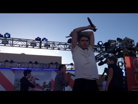 "HD One Direction performing ""Live While We're Young"" LIVE on the Ellen DeGeneres Show"