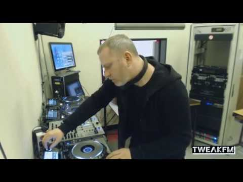 Function in TweakFM (Ostgut Ton, Sandwell District, Synewave)
