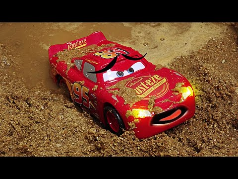 Tayo The Little Bus And Disney Cars 3 Toys Lightning McQueen Slide Into Mud Water. | Shim