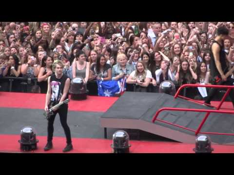 5 Seconds of Summer - Disconnected - 6-6-14 Wembley Stadium HD