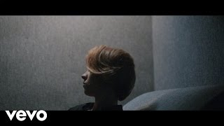 Смотреть клип La Roux - Let Me Down Gently