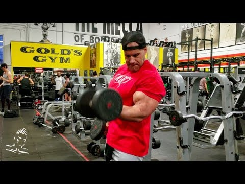 Jay Cutler trains arms at Golds Gym Venice-THE MECCA