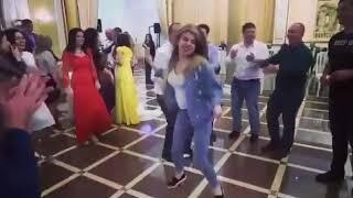Дикий танец пьяной девушки на свадьбе во Владикавказе попал на видео, 17.05.2018