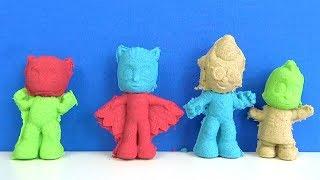Pijamaskeliler kalıbı ile renkli kinetik kumdan üç boyutlu Pijamaskeliler figürü renkleri öğrenelim
