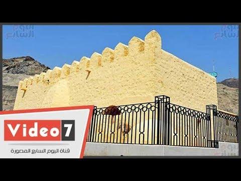شاهد.. الحجاج يزورون المسجد الشاهد على أول بيعة فى الإسلام