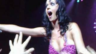 Katy Perry kisses a girl in the crowd at her Melbourne Concert
