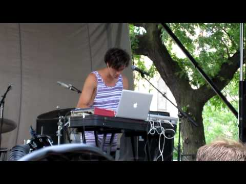 Washed Out - Eyes Be Closed / Feel It All Around - Live at Pitchfork 2010 Music Festival