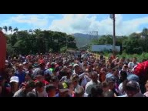 Venezuela-Colombia border reopens, thousands cross