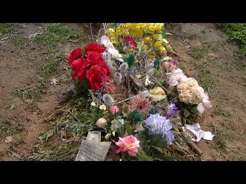Duane and Greg Allman's graves