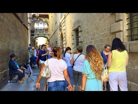BARCELONA WALK | Gothic Quarter incl. Narrow Streets, City Hall and Roman Wall | Spain
