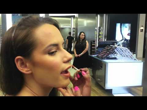 Signature Beauty Look Created by MAC Senior Makeup Artist, V