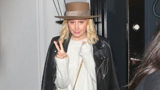 Baixar Ashley Tisdale Combats Annoying Selfie-Taker After Dinner In West Hollywood