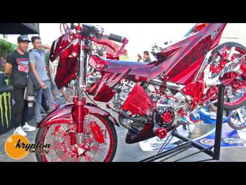 Evil Clown at MAGNIFICENT AUTO MOTOR SHOW