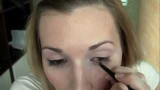 Как правильно подводить глаза карандашом(Учимся правильно подводить глаза карандашом, полная статья на http://www.zhenskysait.ru/138-kak-pravilno-podvodit-glaza-karandashom-i-podvodkoy-..., 2012-06-07T10:58:13.000Z)