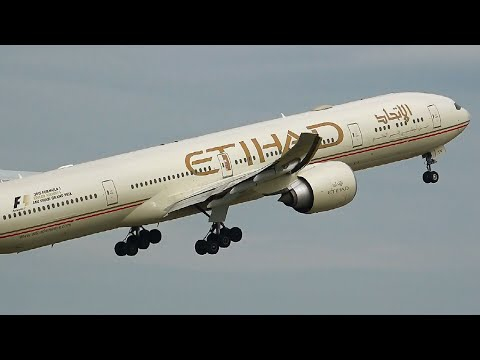 GOLDEN 777 - Etihad Airways 777-300ER - Takeoff at Melbourne Airport [A6-ETK]