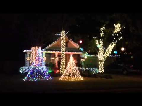 Redneck synchronized Christmas light show - YouTube