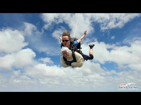 شاهد: أسترالية عمرها 102 عام تقفز بالمظلة لجمع التبرعات  - نشر قبل 6 ساعة