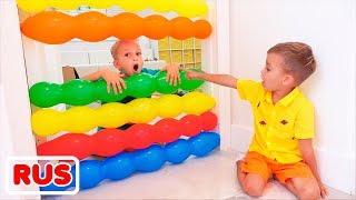 Влад и Никита играют с воздушными шариками