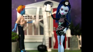 THE PURGE- A Monster High/Ever After High Halloween Special Stop Motion